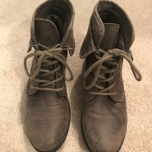Size 8 Sonoma combat laced ankle boots
